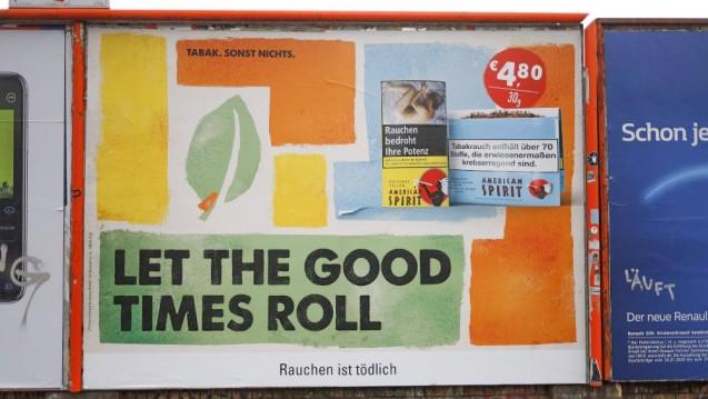 Ab 2022 ist Schluss mit Außenwerbung für Tabakprodukte. (Foto: imago images / Norbert Schmidt)