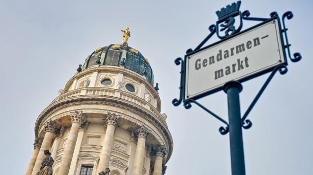 Für die Apotheker-Lobby gegen Geld im BMG Daten ausspioniert? Am Gendarmenmarkt soll es zur ersten Geldübergabe gekommen sein. (Foto: Anibal Trejo                                      / stock.adobe.com)