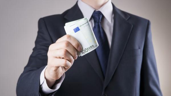 """Wie hoch ist ein """"angemessenes"""" Gehalt eines Kassen-Vorstands?"""