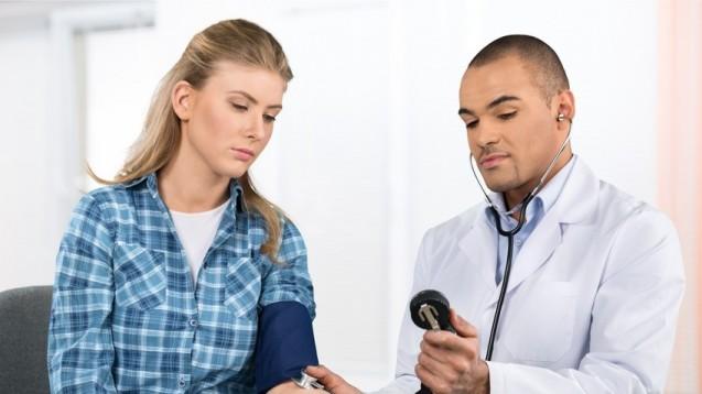 Männer in allen Altersgruppen fehlen sehr viel öfter wegen Herz-Kreislauf-Erkrankungen im Job als Frauen. (Foto:  BillionPhotos.com / Fotolia)