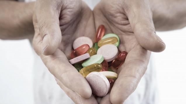 In Sachsen und Thüringen können multimorbide Patienten seit 2014 von der Arzneimittelinitiative ARMIN profitieren. Die Initiatoren des Projektes haben nun Forderungen an die Politik. (Foto: Imago)