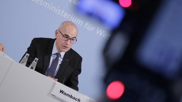 Der Vorsitzende der Monopolkommission verlangt einen kompletten Umbau des Apothekenhonorars. (c / Foto: imago)