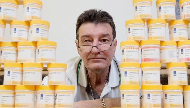 Bernd Vohwinkel ist einer von bundesweit gut 1000 Patienten, die eine Ausnahmeerlaubnis zum medizinisch betreuten Gebrauch von Cannabis haben. (Foto: Swen Pförtner / dpa)