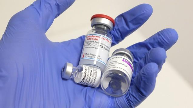 Geklärt werden müsse, ob die Immunantwort genauso gut ist, als wenn man für die erste und zweite Dosis denselben Impfstoff verabreicht. (x / Foto: IMAGO / newspix)