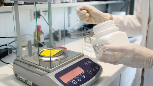 Flüssige Zubereitung mit Estradiolbenzoat: So klappt der Ringversuch