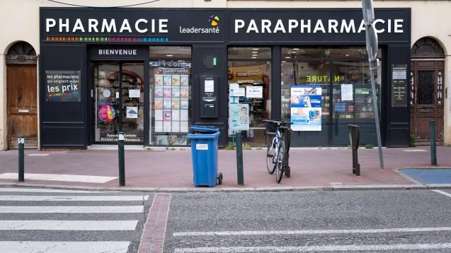 """In Frankreich und Spanien sind Apotheker angehalten, die Polizei zu alarmieren, wenn Frauen das Codewort """"Maske 19"""" verwenden. (b/Foto: imago images / Lucas)"""