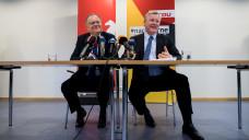 Zwei Männer, eine Forderung: Im Apothekenmarkt soll es keine Ketten aber ein Rx-Versandverbot geben, finden SPD-Ministerpräsident Stepahn Weil (li.) und Bernd Althusmann aus Niedersachsen. (Foto: dpa)