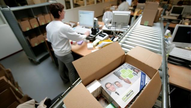 Recht auf Retour: Das Landgericht Berlin kassiert eine AGB-Klausel von DocMorris, die das Widerrufsrecht bei einer Bestellung generell ausschloss. (Foto: dpa)