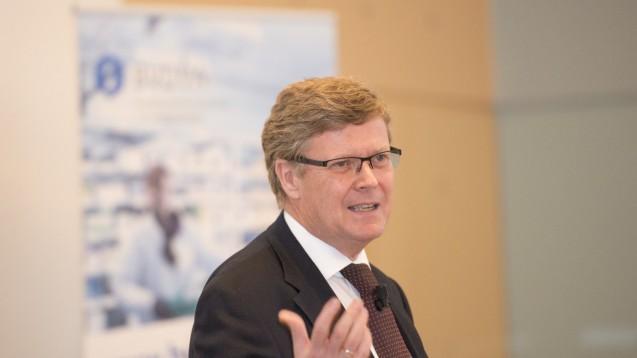 Frühestens 2019: Norbert Paland vom BMG erklärt den Versandapotheken , dass das e-Rezept keine Priorität habe und erst andere Projekte umgesetzt werden müssten. (Foto:dpa)