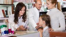 Kinder sind häufig krank – dementsprechend häufig stehen besorgte Eltern vor dem HV-Tisch. (Foto:JackF / stock.adobe.com)
