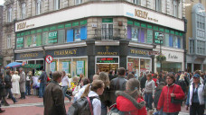 Mehr Einzelinhaber als Ketten: Obwohl es in Irland keine Regulierungen zum Besitz von Apotheken gibt, halten Kettenunternehmen nur zwischen 20 und 30 Prozent des Marktes. (Foto: dpa)