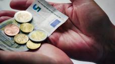 Der gesetzliche Mindestlohn soll bis 2020 auf 9,35 Euro steigen, derzeit liegt er bei 8,84 Euro. (Foto: Imago)