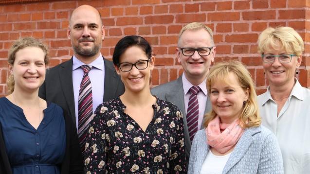 Der neue AVB-Vorstand: Tina Koch (2. Stv. Vorsitzende), Robert Dalchow, Andrea König, Olaf Behrendt (Vorsitzender), Karen Setz (1. Stv. Vorsitzende), Antje Kujath. Es fehlt: Volker Krüger, der in Abwesenheit gewählt wurde.