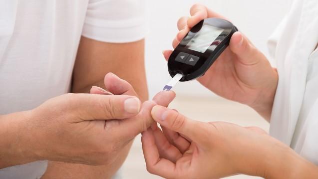 Blutzuckerkontrolle: Können Diabetiker zu Hause machen oder in der Apotheke. (Foto: Andrey Popov / Fotolia)