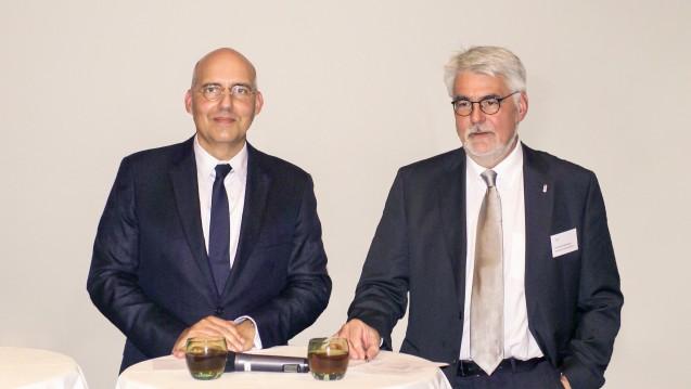 Der amtierende IDH-Vorsitzende Dr. Henrik Herrmann (r.) begrüßte für den Vortrag zum IDH-Thementag Prof. Dr. mult. Eckhard Nagel.(Foto: tmb/DAZ.online)