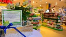 Fassungslosigkeit über die tragische Tat: Die Mitarbeiter der SaniPlus Apotheke im OEZ sammeln auch in der Apotheke für den Sohn ihres Kollegen. (Foto: hfd / DAZ.online)