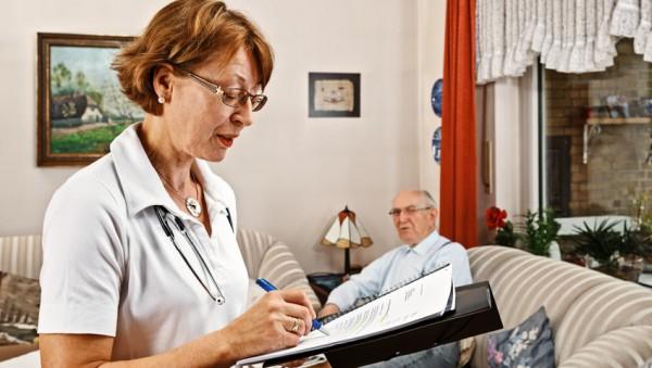 Plus 220.000 Leistungsempfänger in der Pflege