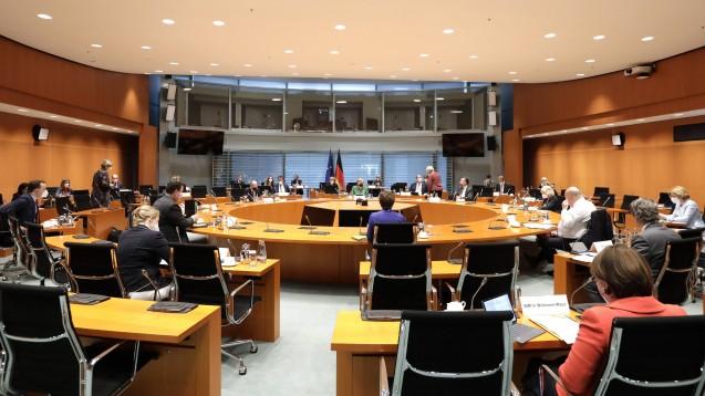 Bundesgesundheitsminister Jens Spahn legt Wert auf Einigkeit im Bundekabinett: Alle seine Verordnungen sind ressortabgestimmt. (b/Foto: IMAGO / Jens Schicke)