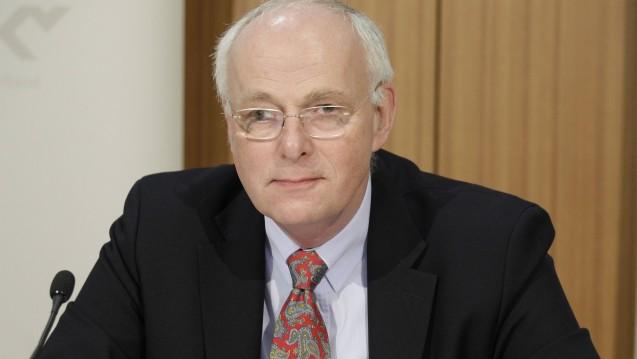 Der stellvertrende Vorstandsvorsitzende des GKV-Spitzenverbands, Johann-Magnus von Stackelberg, distanzierte sich am gestrigen Mittwoch in einer öffentlichen Anhörung zum GSAV überraschenderweise von der Importförderklausel. ( r / Foto: imago)