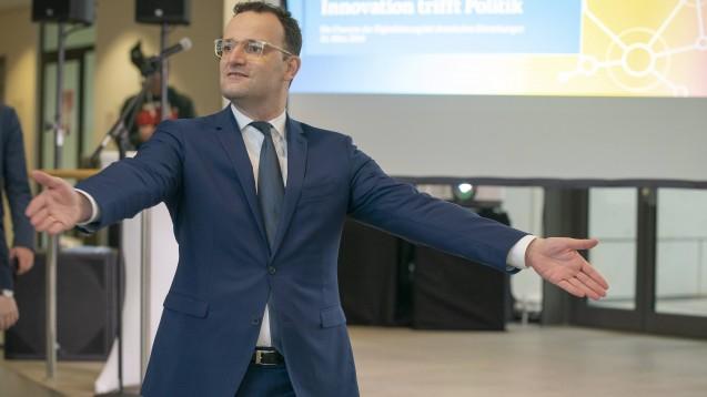 Bundesgesundheitsminister Jens Spahn (CDU) hat sich entschieden: Aus seiner Sicht ist es okay, wenn Kassen Homöopathie als Satzungsleistung bezahlen. (s / Foto: imago images / Ortmann)