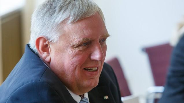 NRW-Gesundheitsminister Karl-Josef Laumann (CDU) will noch im Herbst 2018 ein Förderkonzept vorstellen, bei dem auch PTA beim Schulgeld entlastet werden. ( j/ Foto: Imago)