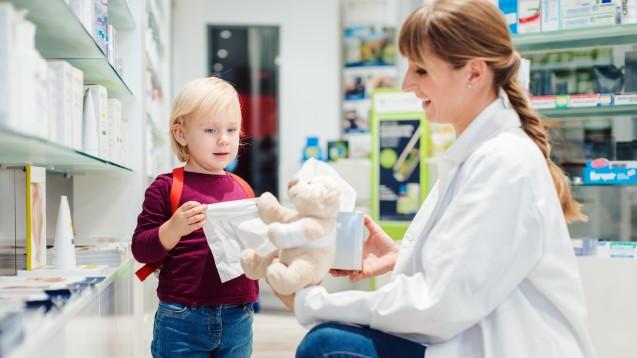 OTC-Arzneimittel werden für Kinder bis zum 12. Lebensjahr von der Kasse erstattet. Für Medizinprodukte hingegen gibt es keine pauschalen Regelungen, sondern nur produktbezogene. ( r / Foto:                                                                                                                                                                                                                                                                                     Kzenon                                                                                                                                           /stock.adobe.com)
