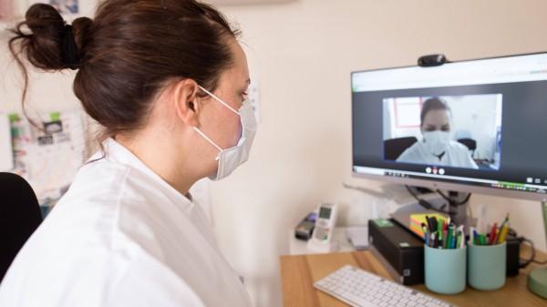 Umfrage: Mehr als die Hälfte der Ärzte bietet Videosprechstunden an