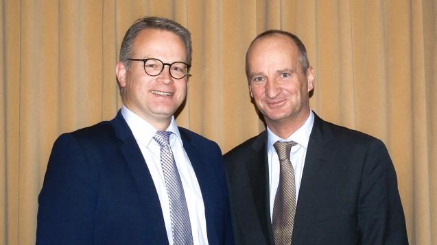 Schleswig-Holsteins Kammerpräsident Kai Christiansen und ABDA-Präsident Friedemann Schmidt sprachen auf der Kammerversammlung in Kiel über mögliche Alternativen zum Rx-Versandverbot. ( r / Foto: tmb)