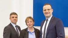 Andreas May und Tanja Kratt (li. und in der Mitte) von der Adexa waren am gestrigen Montag zu Besuch im BMG bei Bundesgesundheitsminister Jens Spahn (CDU). (Foto: Adexa)
