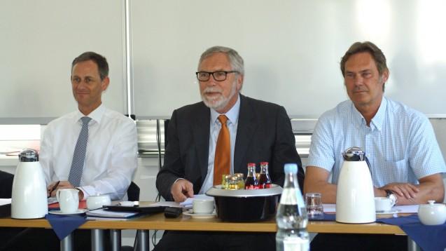 Kammerversammlung der Apothekerkammer Schleswig-Holstein: Kammerjustiziar Dr. Stefan Zerres, Präsident Gerd Ehmen, Geschäftsführer Frank Jaschkowski (v.l.). (Foto: Müller-Bohn)