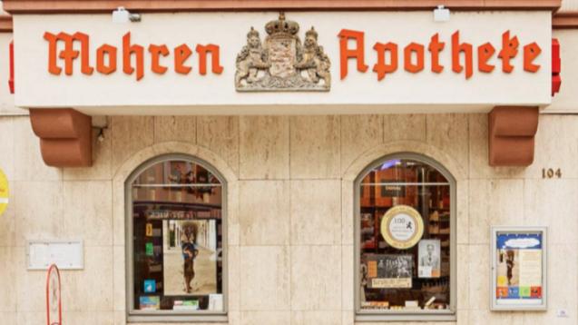 Die Hof-Apotheke zum Mohren in Friedberg soll ihren Namen behalten. Inhaberin KerstinPodszus sieht sich durch zahlreiche Unterstützer-Unterschriften bestätigt. (Screenshot: Internetauftritt der Mohren Apotheke)