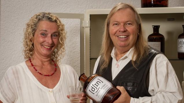 Spirituosenfabrikant Steffan Alles hat eine Bad Homburger Spezialität wiederbelebt, hier mit seiner Frau Heike Alles-Jung. (Foto: Alles)