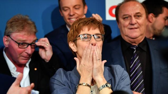 Unerwartet deutlich: Während Annegret Kramp-Karrenbauer, Ministerpräsidentin im Saarland, und ihre CDU in den Umfragen bei etwa 33 Prozent gelegen hatten, konnten sie bei der Landtagswahl mehr als 40 Prozent der Wähler überzeugen. (Foto: dpa)