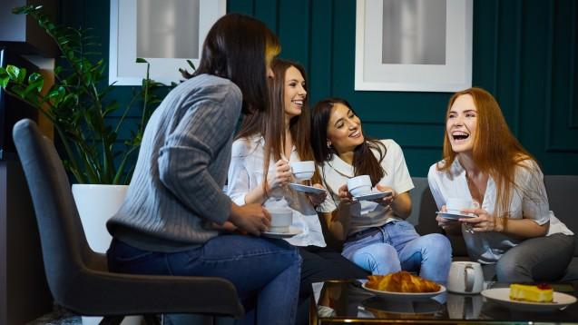 Für Geimpfte gibt es in den USA Lockerungen: ohne Maske und Abstand im kleinen Kreis. (Foto:Studio Romantic / stock.adobe.com)