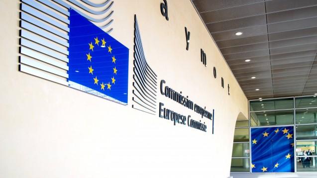 """Die EU-Kommission sieht Versandapotheken durch das E-Rezept im Aufwind. Heißt das, dass EU-Versender nicht mehr im """"Nachteil"""" gegenüber Vor-Ort-Apotheken sind und sich daher auch an Festpreise halten müssen? (m / Foto: imago images / Shotshop)"""