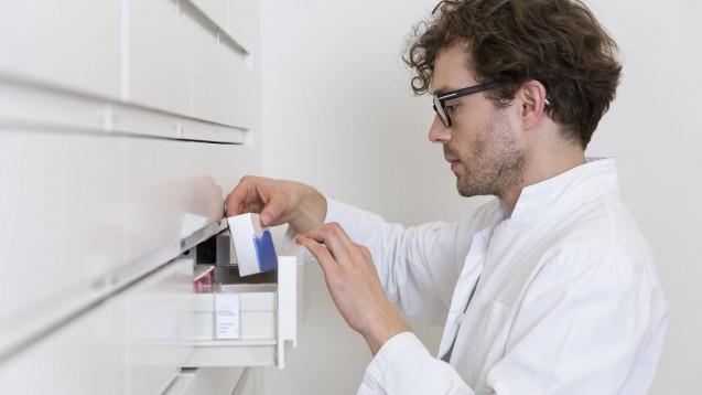 Das Bundesgesundheitsministerium hat die Eil-Verordnung zur Arzneimittelversorgung noch an einigen Stellen abgemildert. ( r / Foto: imago images / Westend61)