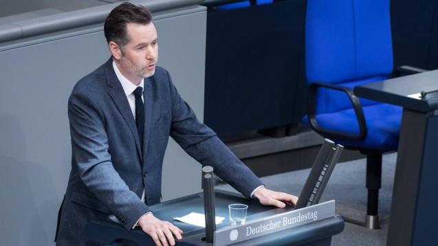 Der FDP-Bundestagsabgeordnete Christian Dürr fürchtet, insbesondere Versandhändler könnten vom Konjunkturpaket der Bundesregierung profitieren. (c / Foto: imago images / Christian Spicker)