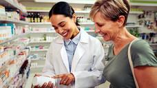 """Zukunftsängste plagen auch die Pharmaziestudierenden: """"Mich motiviert es kaum, wenn ich höre, dass ich später mal Impfzertifikate ausstellen oder Schnelltests durchführen darf"""", meint Bianca Partheymüller vom BPhD. (x / Foto: StratfordProductions / AdobeStock)"""