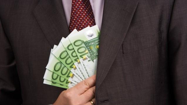 Ein Oberstaatsanwalt der Generalstaatsanwaltschaft Frankfurt am Main steht im Verdacht, Aufträge für Gutachten in Millionenhöhe an eine Firma vermittelt zu haben, von der er Kickback-Zahlungen erhalten habe. (x / imago images / blickwinkel)