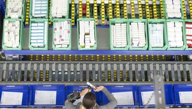 Schon seit Wochen wurde im Großhandelsmarkt über eine größere Fusion spekuliert, nun steht es fest: Die von Apothekern genossenschaftlich kontrollierte Noweda übernimmt den privaten Großhändler Ebert & Jacobi zum 1. Januar 2017. Die Noweda will sich offenbar mehr Anteile in Süddeutschland sichern. Die Großhandelskooperation Pharma Privat verliert mit Ebert & Jacobi nicht nur aus finanzieller, sondern auch aus strategischer Sicht ihr bestes Pferd im Stall. Hanns-Heinrich Kehr, Geschäftsführer bei Pharma Privat, bedauert den Verlust, blickt aber entschlossen in die Zukunft.