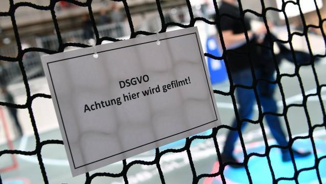 Vor ziemlich genau einem Jahr ist die DSGVO in Deutschland in Kraft getreten. Bislang hielten sich die Aufsichtsbehörden mit Bußgeldern offenbar zurück. Doch das könnte sich nun ändern. ( r / Foto: imago images / Sven Simon)