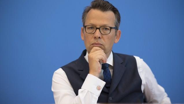 FDP-Haushaltspolitiker Otto Fricke und zwei weitere FDP-Abgeordnete haben sich bei der Bundesregierung nach den deutsch-niederländischen Beziehungen und zum Rx-Versandverbot erkundigt. (m / Foto: Imago)
