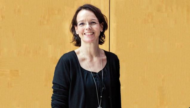 In der Präsidentschaft der ABDA blieb alles beim alten. Neu im Vorstand ist das Gesicht einer bayerischen Apothekerin: Cynthia Milz vertritt künftig die Interessen der angestellten Apotheker und setzt sich in der ABDA für deren Bedürfnisse und Belange ein. Eine gute Wahl? Vorstandserfahrung bringt die Dame mit, ist sie bereits als Beisitzerin im Vorstand des Landesapothekerverbands Bayern vertreten. Als angestellte Apothekerin erfüllt Frau Milz auch die erste Grundvoraussetzung für ihr neues Amt. (Foto: ABDA)