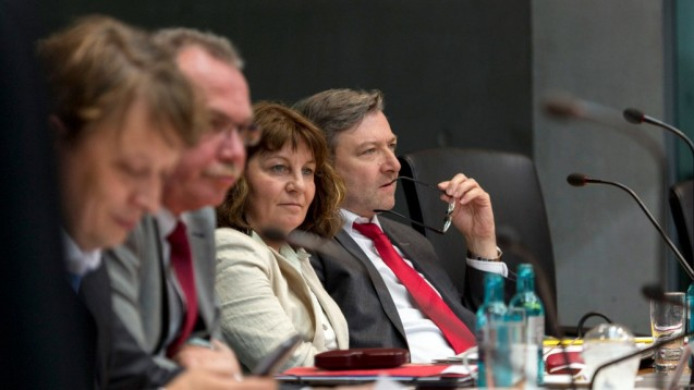 SPD-Gesundheitspolitiker Dirk Heidenblut (rechts außen) und Martina Stamm-Fibich (zweite von rechts) haben in der AG Gesundheit eine neue Cannabis-Politik durchgesetzt. (s / Foto: Jörg F. Müller)