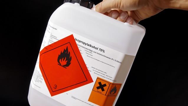 Zur Flächendesinfektion dürfen demnächst auch in Apotheken nur noch zugelassene Isopropanol-Produkte verwendet werden (foto: Haramis Kalfar / Fotolia)