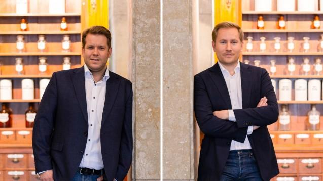 Dr. Sven Simons und Maximilian Achenbach, Geschäftsführer von gesund.de, erzählen im Interview, welche Auswirkungen die Verschiebung de E-Rezepts auf ihre Pläne hat. (c / Fotos: gesund.de)