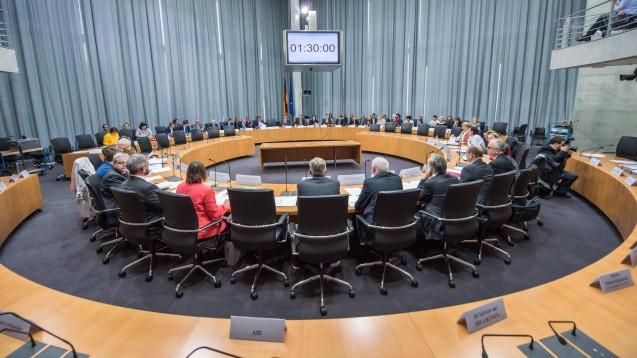 Im Gesundheitsausschuss des Bundestages wurden am gestrigen Mittwochnachmittag die Arzneimittel-Lieferengpässe diskutiert. (c / Foto: imago images / Ditsch)