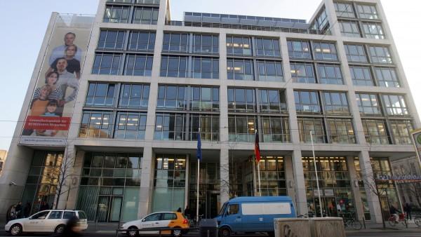 BMG zögert bei Rx-Versandverbot und Impfstoff-Verträgen