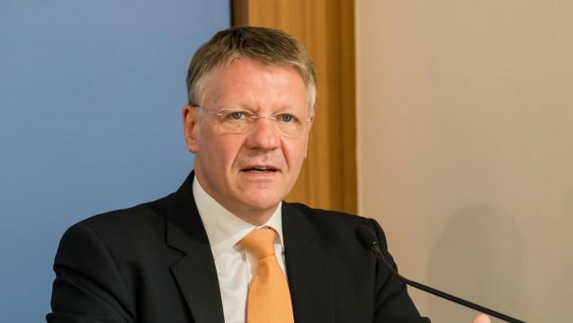 Für Dr. Herrmann Kortland (BAH) müssen die Festbetragsgruppen differenzierter gestaltet, der Anteil an zuzahlungsfreien Arzneimitteln angehoben und das Festsetzungsverfahren für Hersteller transparenter werden. (Foto: Lopata/BAH)