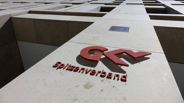 Der GKV-Spitzenverband bedauert, dass nun die Schiedsstelle zu den pharmazeutischen Dienstleistungen angerufen wird. (Foto: IMAGO / Steinach)